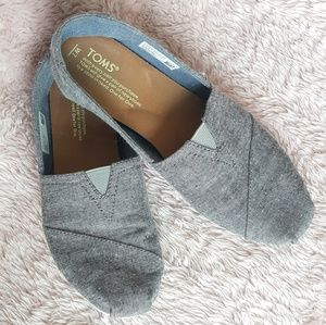 TOMS gray speckled flats
